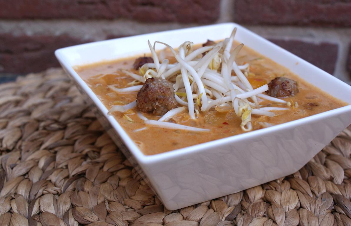Pittige pinda soep met kokos balletjes EEFSFOOD