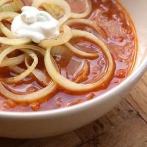 Tomaten-linzensoep met uienringen EEFSFOOD