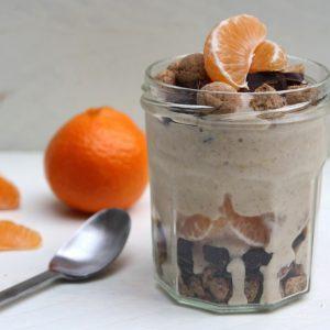 Mandarijn-yoghurtijs met kruidnoten en chocolade EEFSFOOD