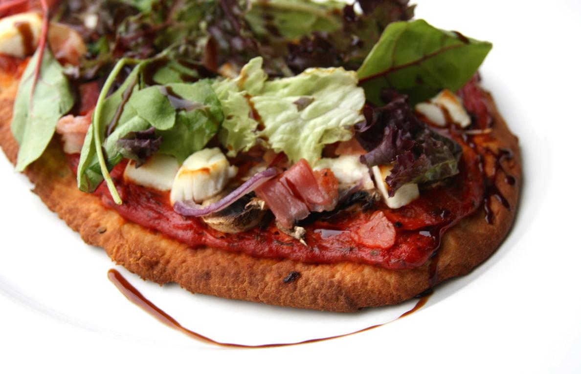Naan pizza met spek en geitenkaas EEFSFOOD