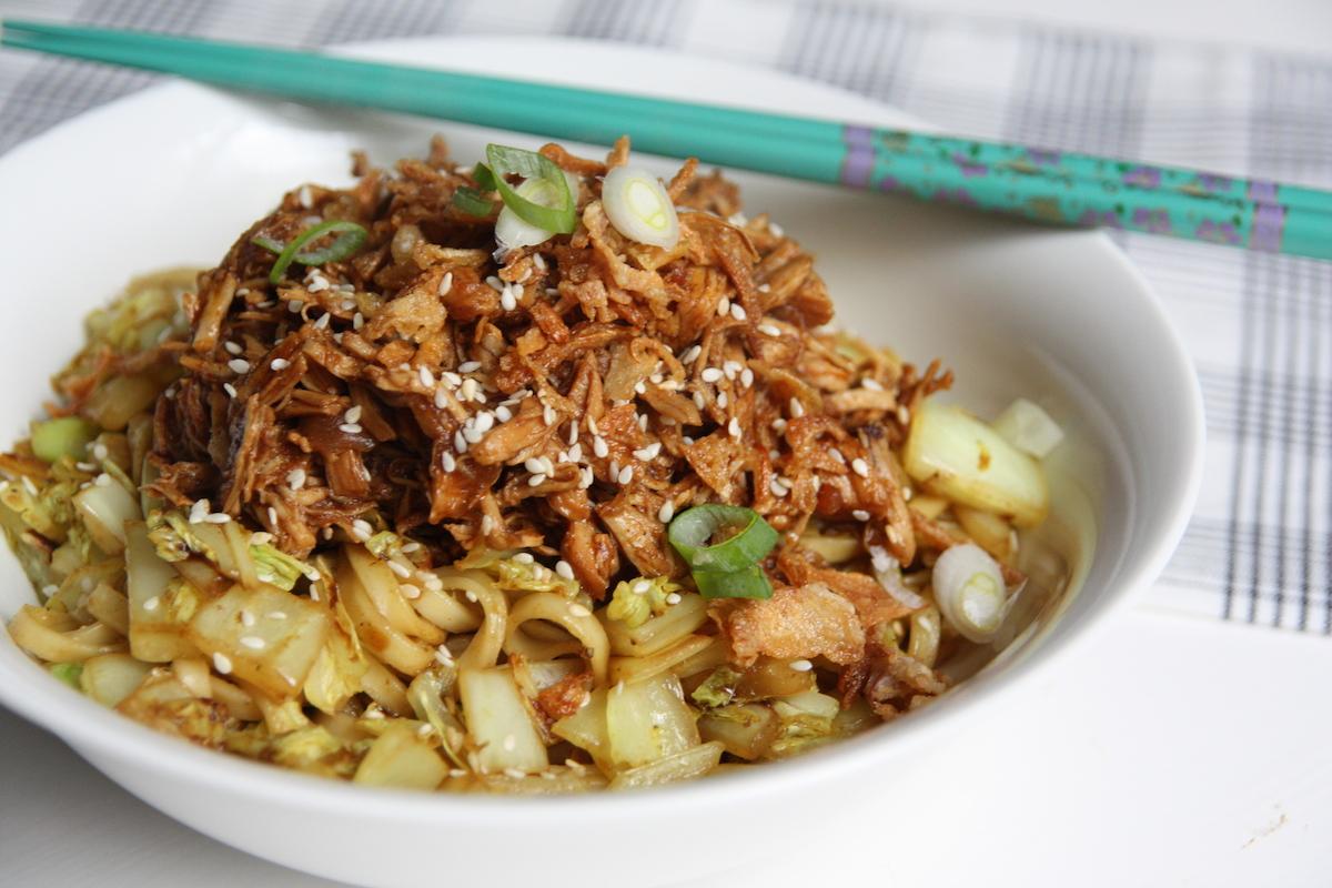 Roerbak noodles met Chinese kool en cola kip EEFSFOOD
