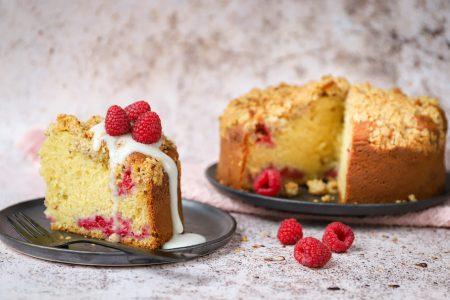 Framboos yoghurt cake met granola topping