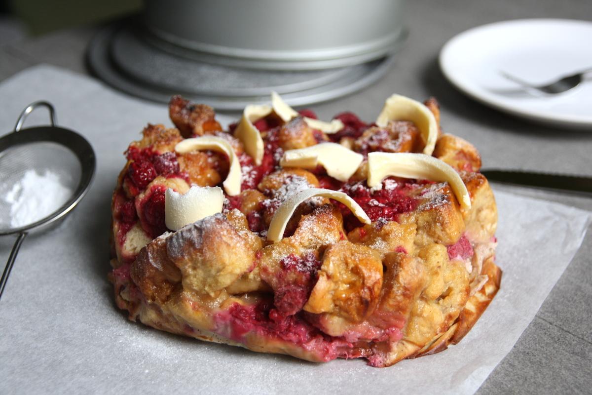 Suiker-brood-pudding met frambozen