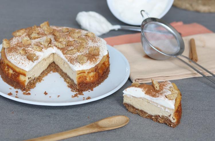 Koffie-kaneel cheesecake met slagroom