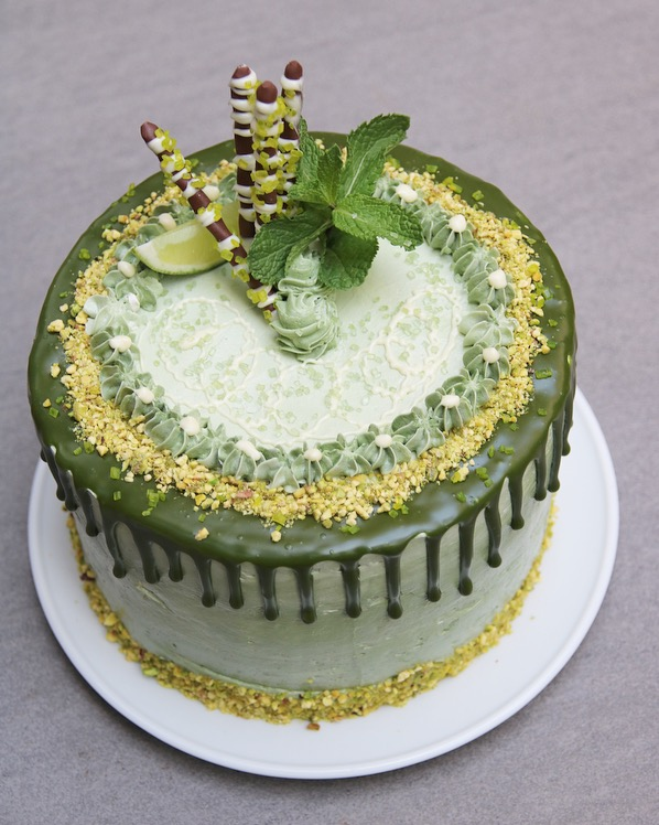 Limoen-pistache taart met witte chocolade drip