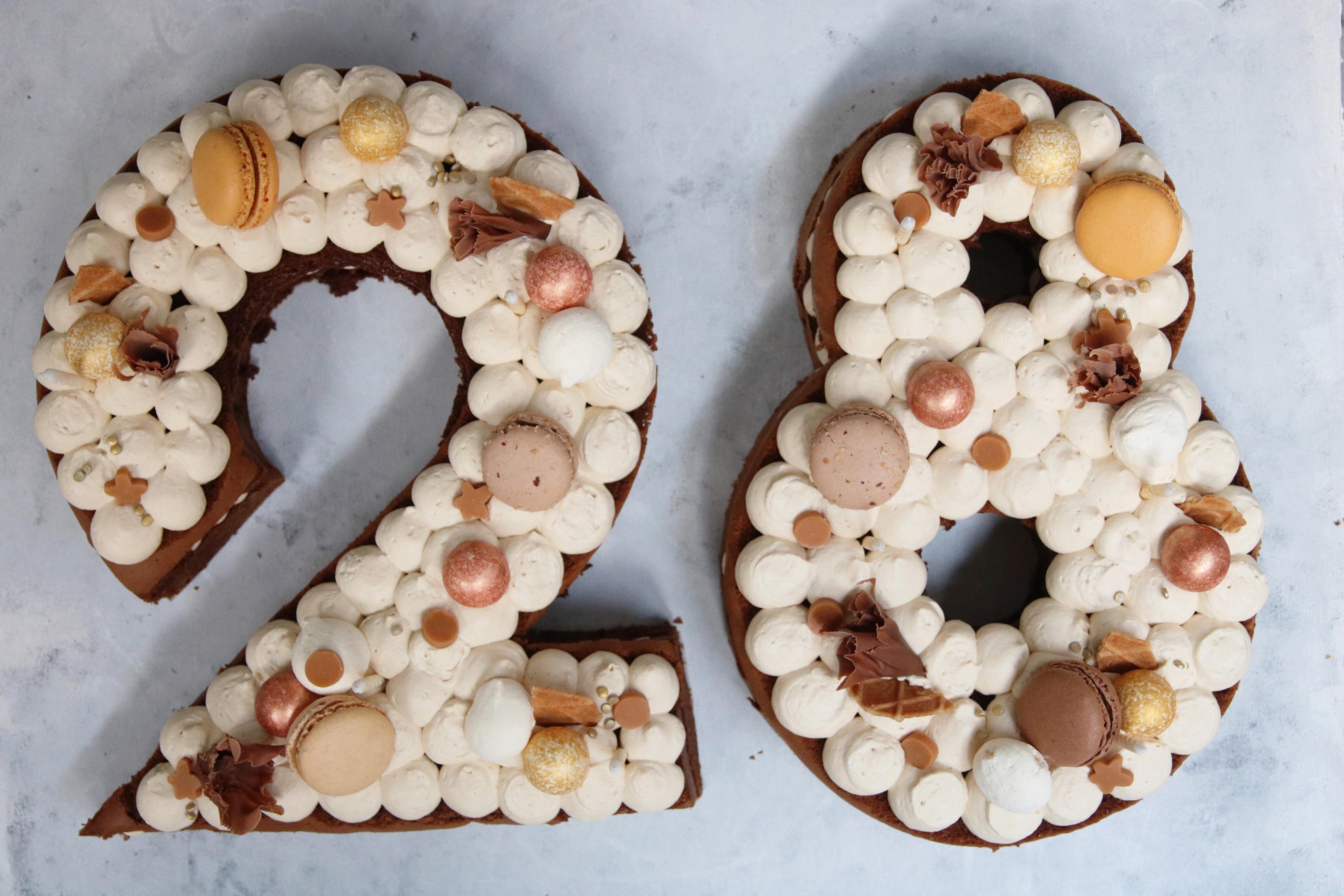 Cijfertaart met chocolade, koffie en karamel
