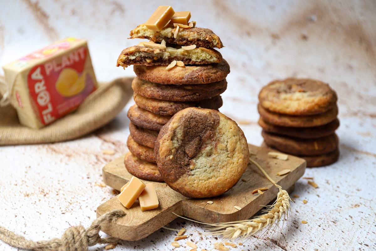 Amandelkoeken met chocolade en karamel fudge