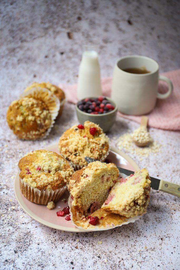 Frambozen kruimel muffins met limoen staand