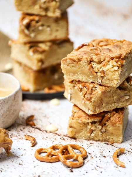 Pindakaas pretzel blondies