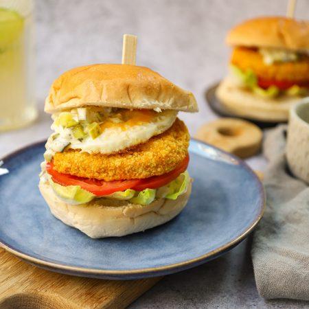 Vega kaasburger met witlof, augurk en ei