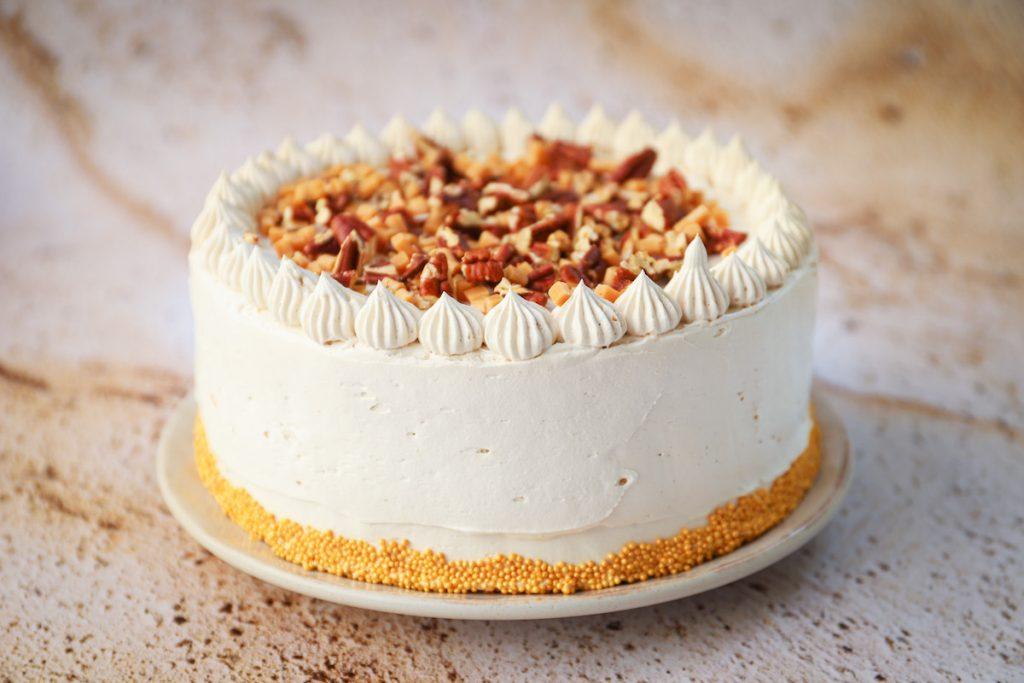 Kruidcake taart met koffie en pecannoten helemaal