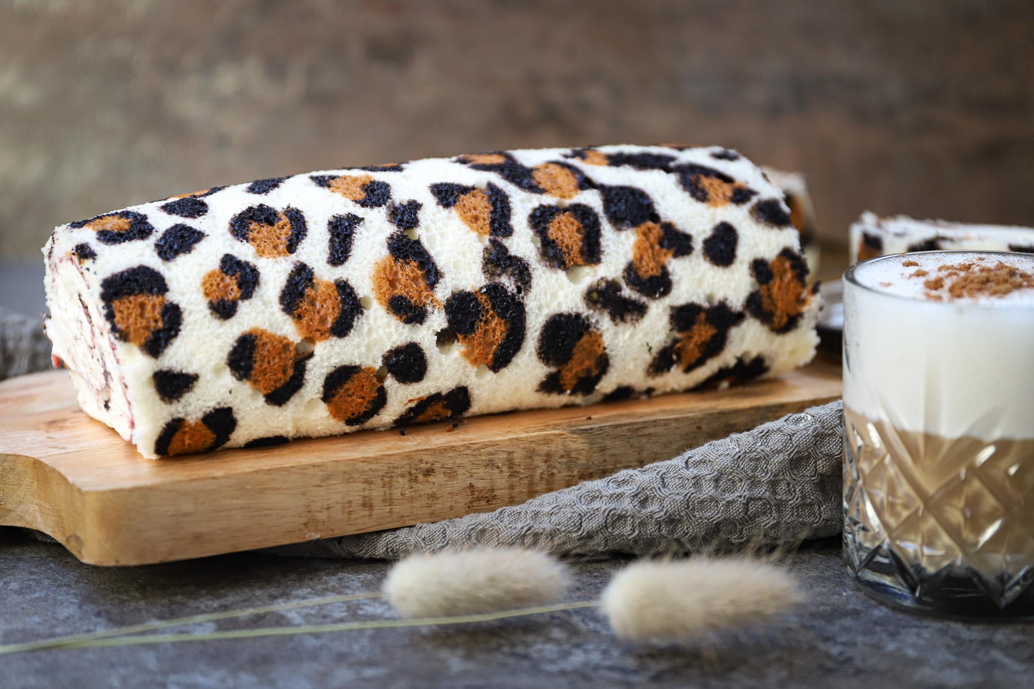 Panterprint cakerol met vanilleslagroom