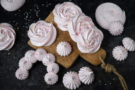 Knapperige meringue schuimpjes