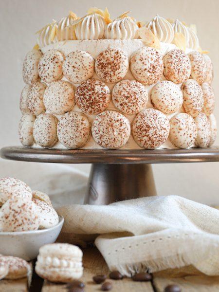 Macaron amaretto taart met koffie