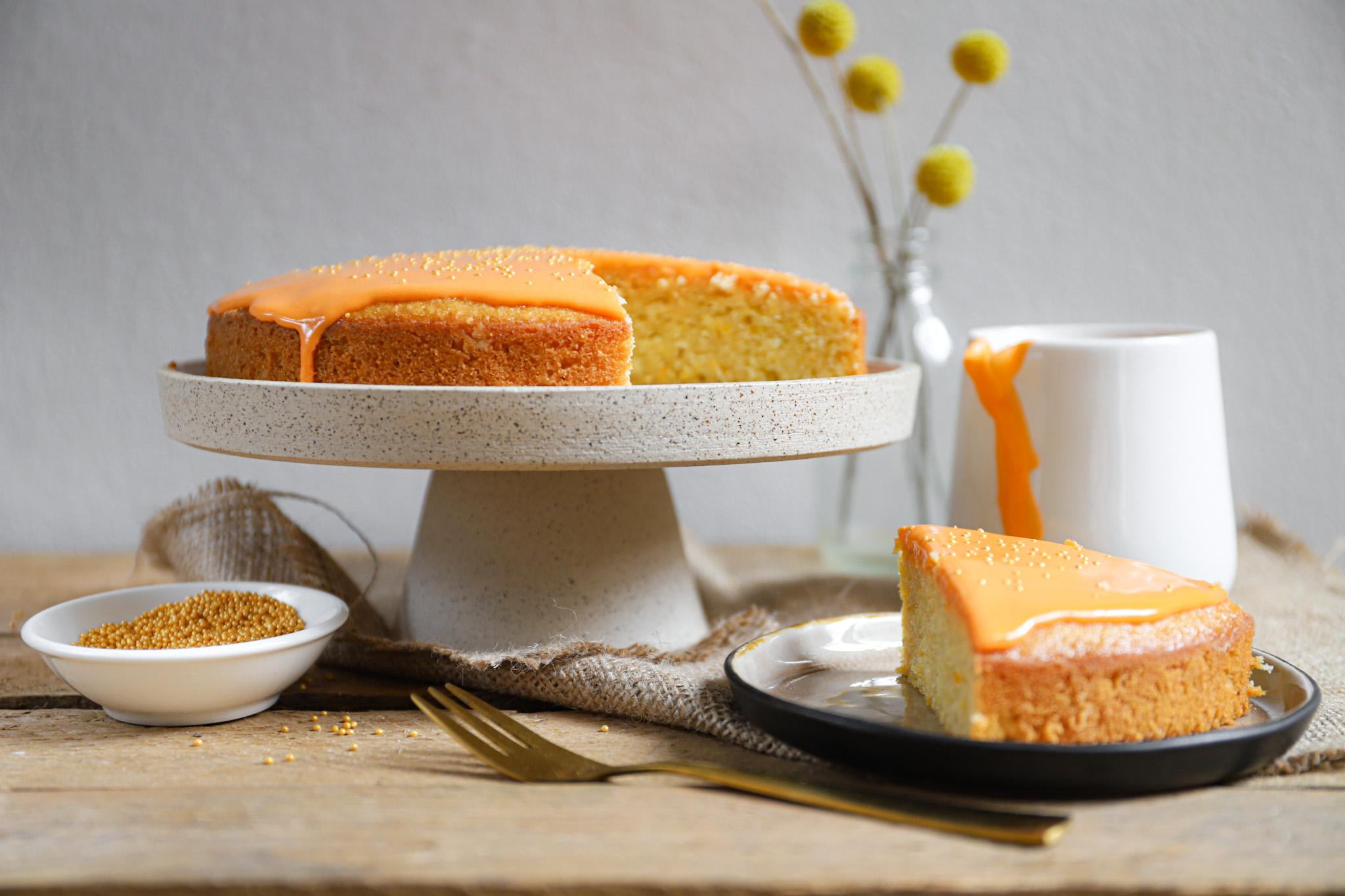 Oranje koek met een vleugje sinaasappel