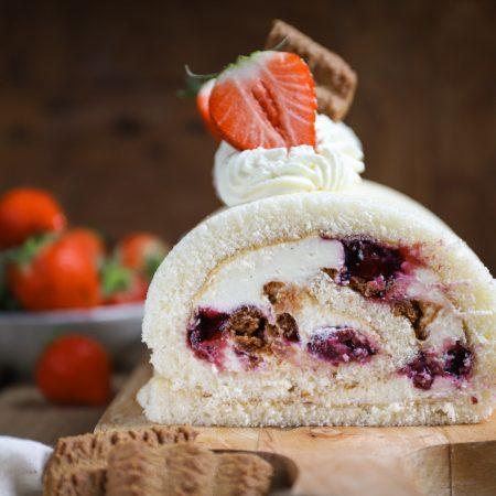 Monchoutaart cakerol met kersen en aardbei