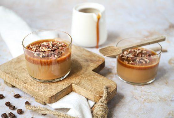 Koffie panna cotta met karamelsaus