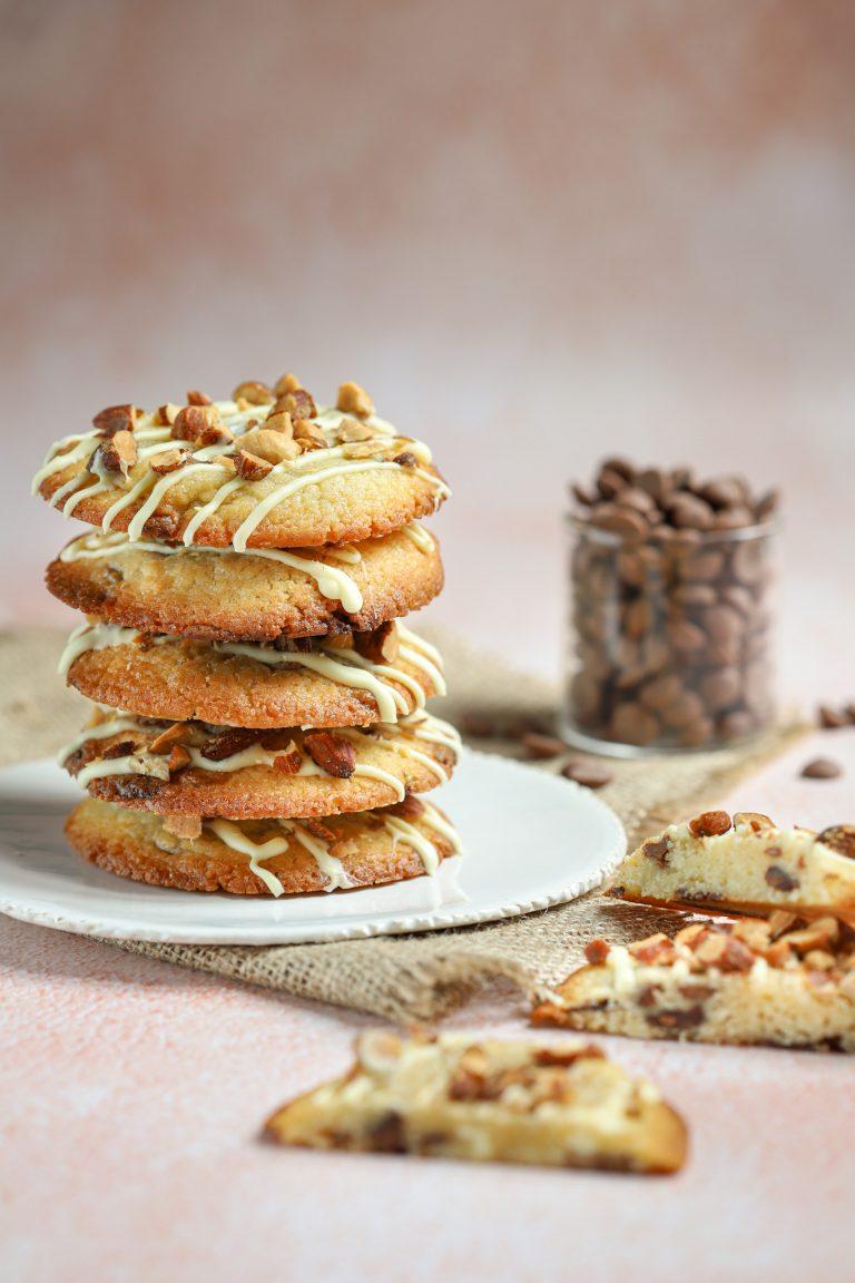 Triple chocolate chip koeken met gerookte amandelen