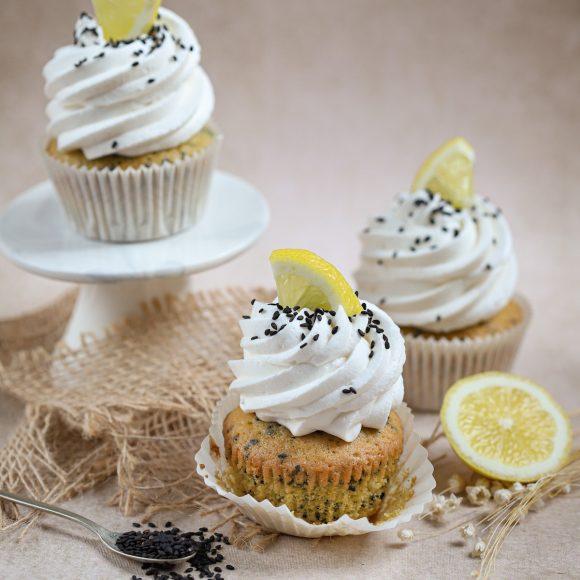 Citroen cupcakes met zwarte sesam